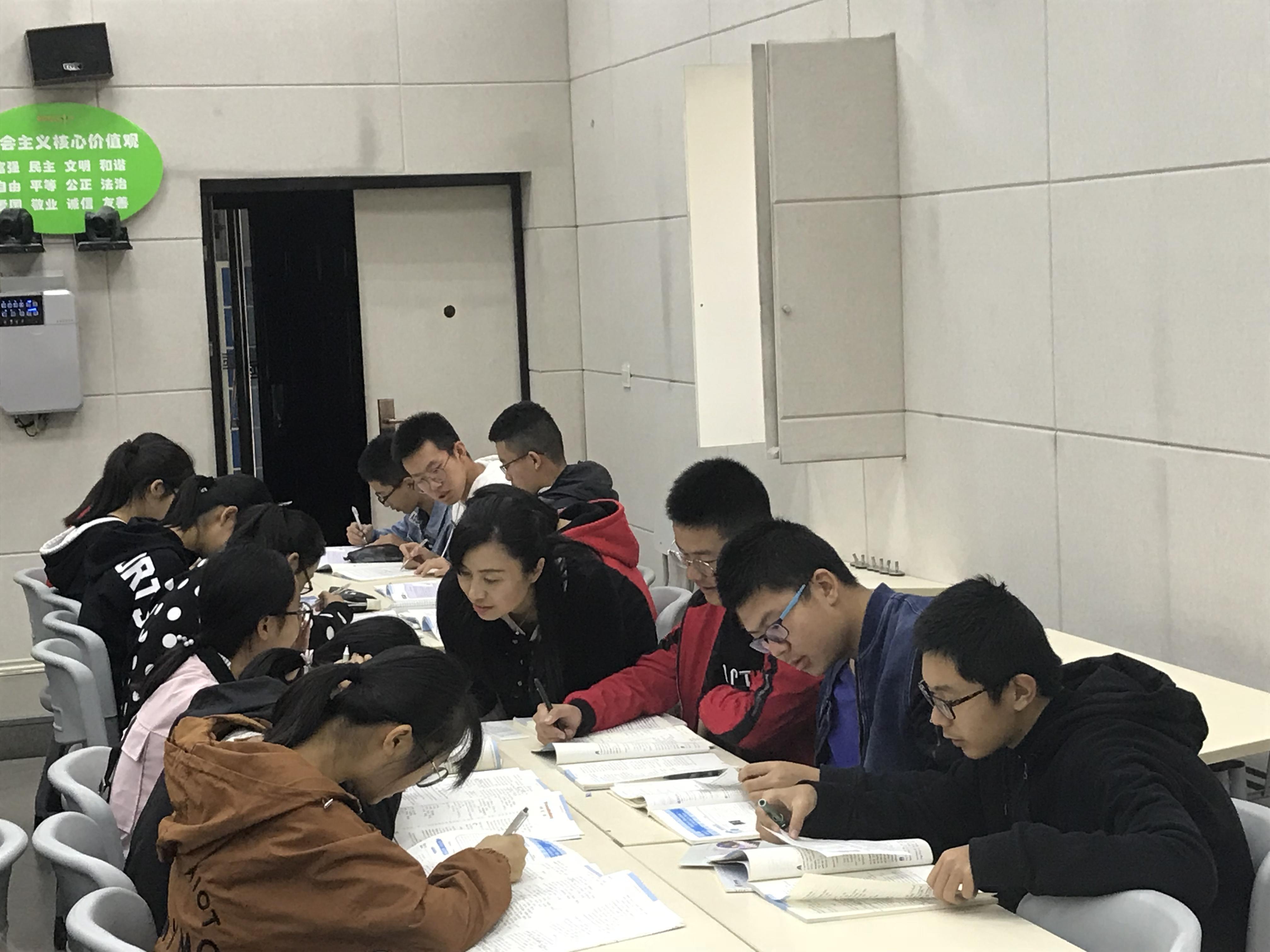 IMG 36581 - 郑州市2018年高中英语骨干教师高级研修班PTS TP1圆满结束